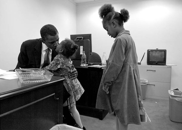 Kissing daughter Sasha | Pete Souza, White House photographer