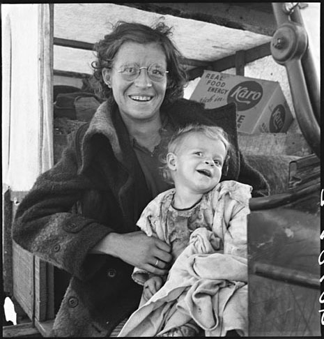 Mother and baby of family on the road | Dorothea Lange (California, 1939)