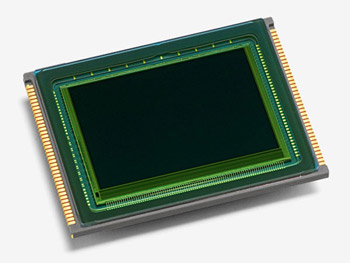The Leica Max 24MP sensor with intelligent sensor design for brilliant image results. | www.leica-camera.com