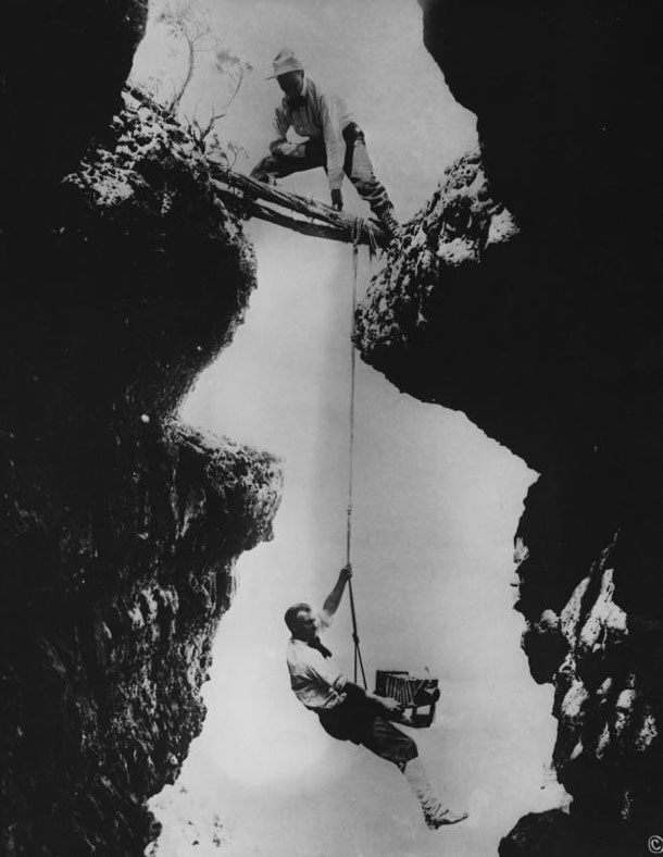 Vertigo taboo: The brothers Emery (bottom) and Ellsworth Kolb were frequently photographed in this pose. It became their hallmark after they put their lives at risk to secure an appropriate image of the Grand Canyon. They used the image on billboards and in their souvenir books. The picture was taken in 1904 and shows Emery attempting to capture an eagle's nest on glass plate. | Grand Canyon National Park / Kolb Brothers