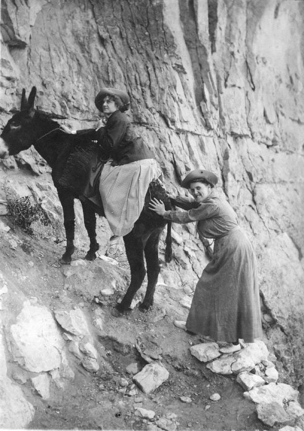 High on a mule: These two ladies were photographed in 1910 in a comic pose. When they arrived at the studio in the evening, Emery had already developed the photos. | Grand Canyon National Park / Kolb Brothers