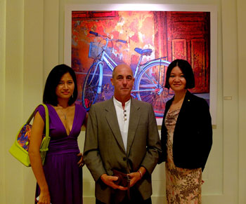 David with curator Jenny and guest at his The Insider Gallery exhibition. | David Holliday