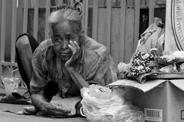 Beggar (yep, paid her lunch) | Nikon V2, Nikkor 30-110mm