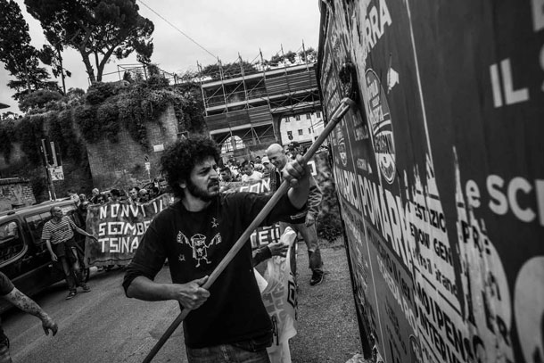 documenting squatters rome lorenzo moscia 15 Europes New Poverty: Documenting Squatters in Rome