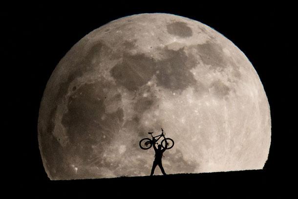 April Full Moon | Philipp Schmidli