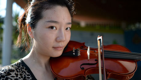 Random Pics #3 — Nikon Df and the Violin Girl